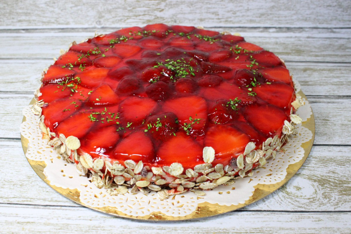 низкокалорийный торт с клубникой