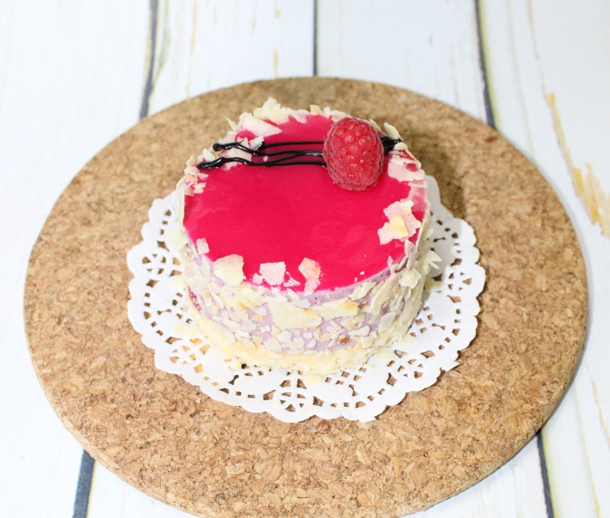 малиновый чизкейк пирожное