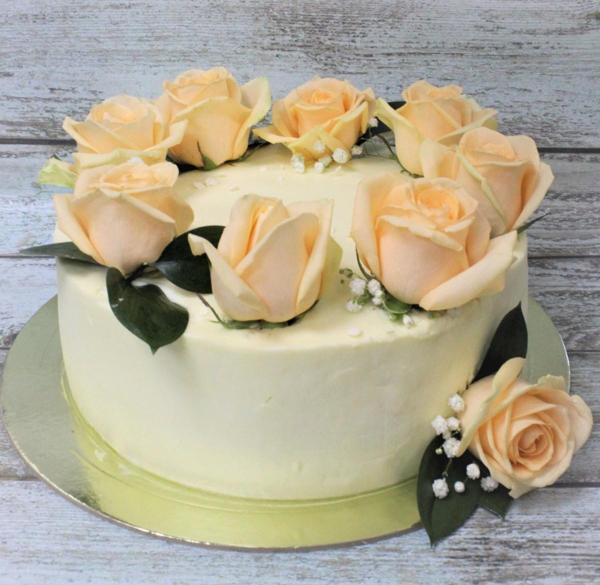 торт с живыми цветами шампань