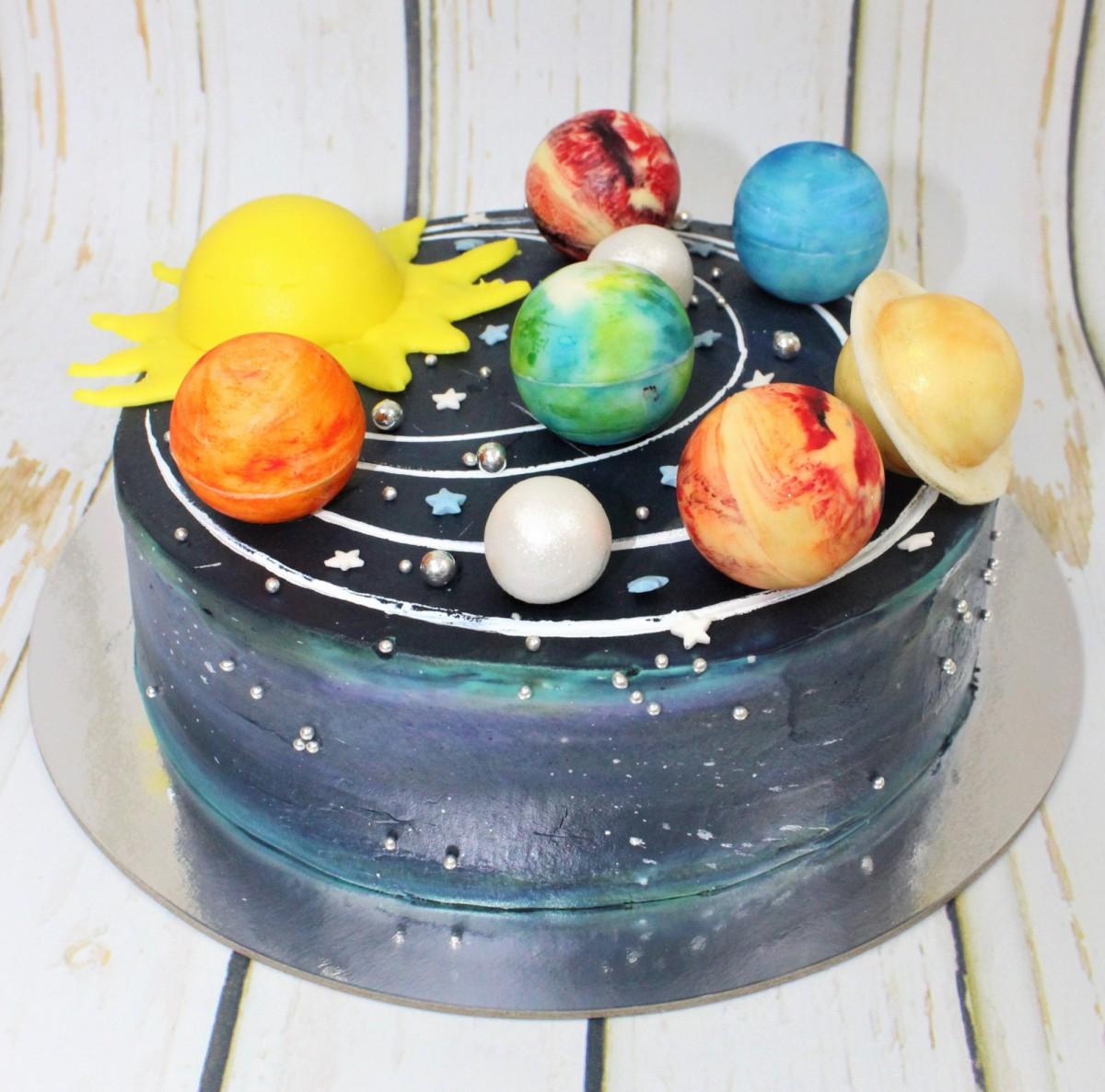 торт в космической тематике