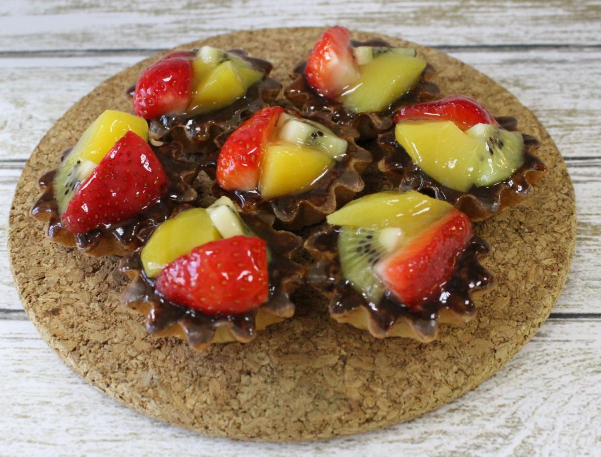 небольшие тарталетки с фруктами