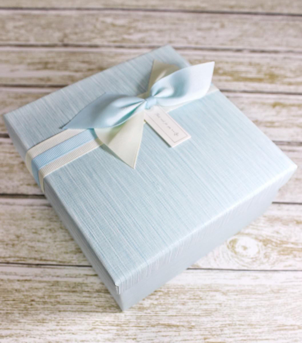 подарочная коробка голубая