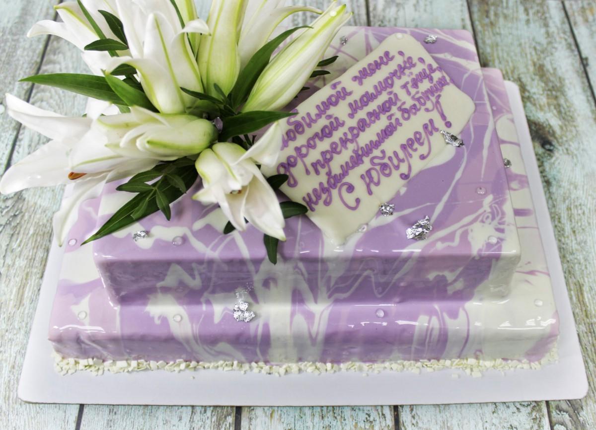 Торт с живыми лилиями